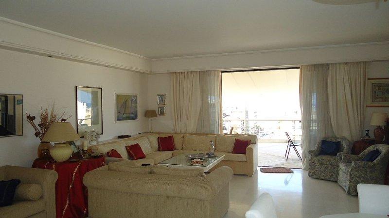 Spectacular Penthouse Apt W/ Sea & City Views 3 Bd/ 2 Bath With Huge Veranda, holiday rental in Rethymnon
