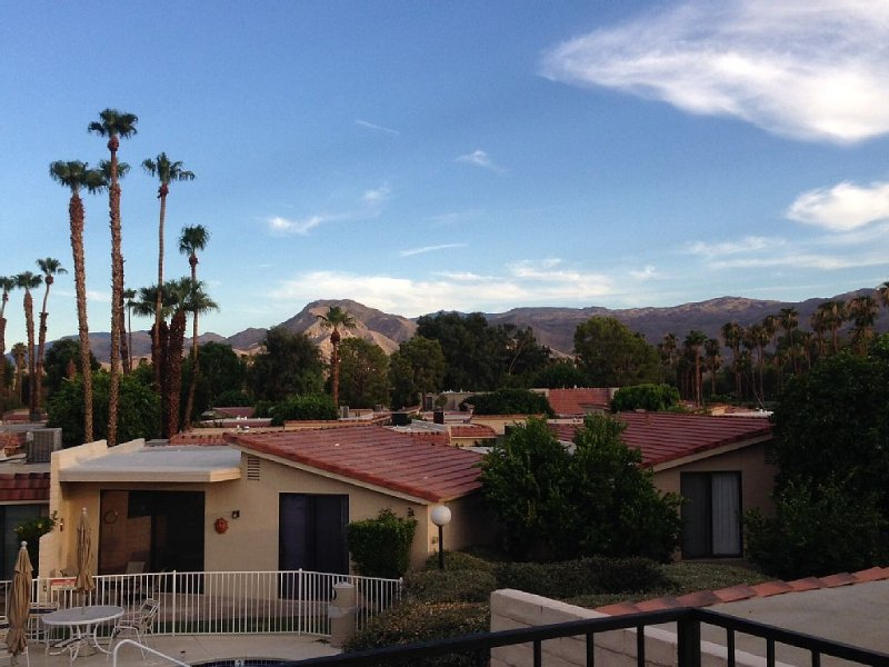 Remodeled Townhouse in Cathedral Canyon Near Palm Springs, alquiler de vacaciones en Cathedral City