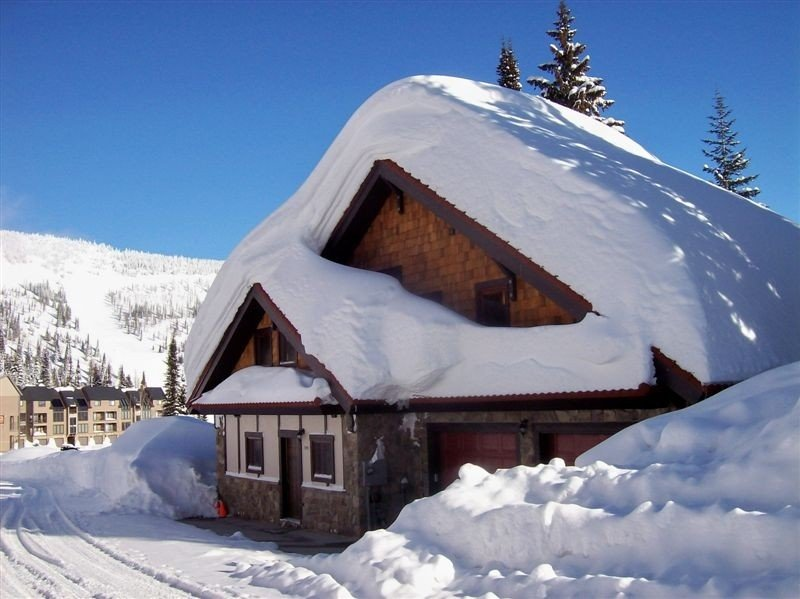 Luxurious Bavarian Chalet: Ski-in/Ski-Out, Private Hot-Tub, vacation rental in Sandpoint