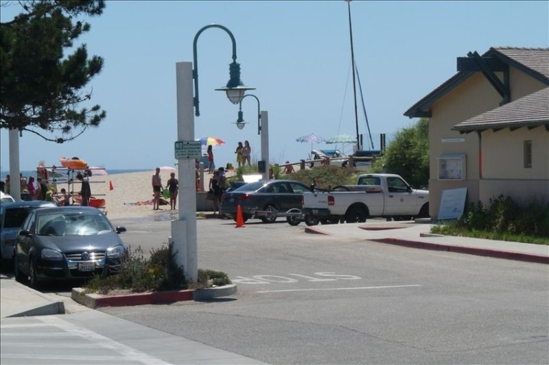 Beautiful Condo Steps to the Beach! Ocean View!!!! First Floor, vacation rental in Carpinteria