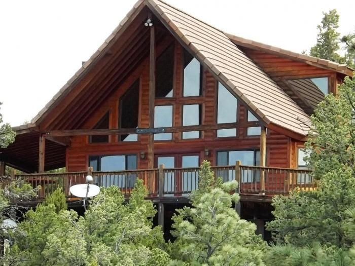Chalet in the pines with view of ponderosa studded mountains on 2.5 acres., vacation rental in Overgaard