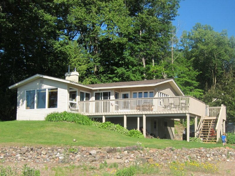 Lakefront 3Br/2Ba Cabin/Sandy Beach/Wi-Fi /Stone Lake/hayward, location de vacances à Springbrook