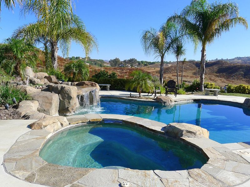 Luxury Vineyard Estate In The Heart Of Wine Country  - Mountain & Vineyard View, Ferienwohnung in Temecula