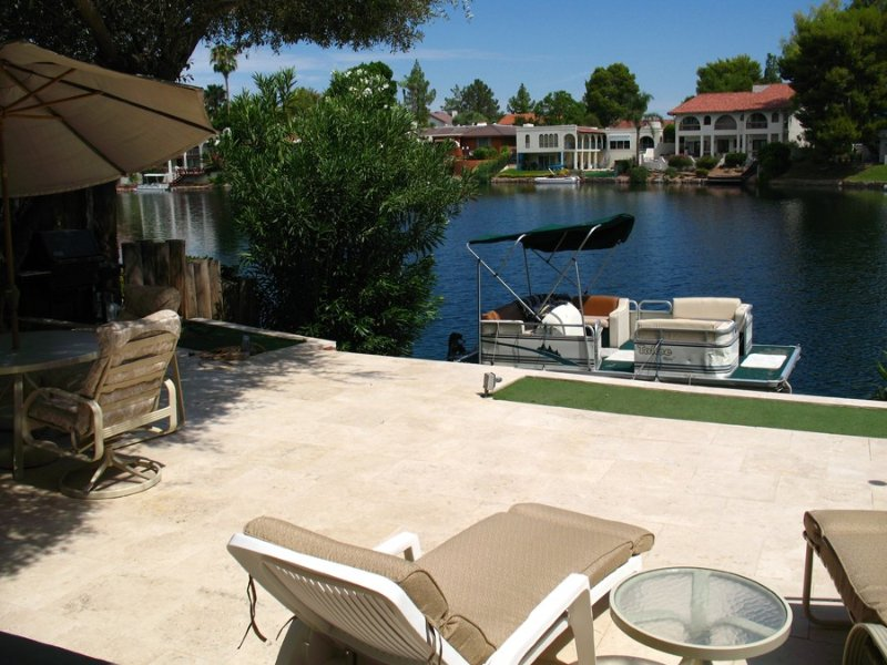 Beautiful Tempe Waterfront Home With Many Extras, vacation rental in Tempe