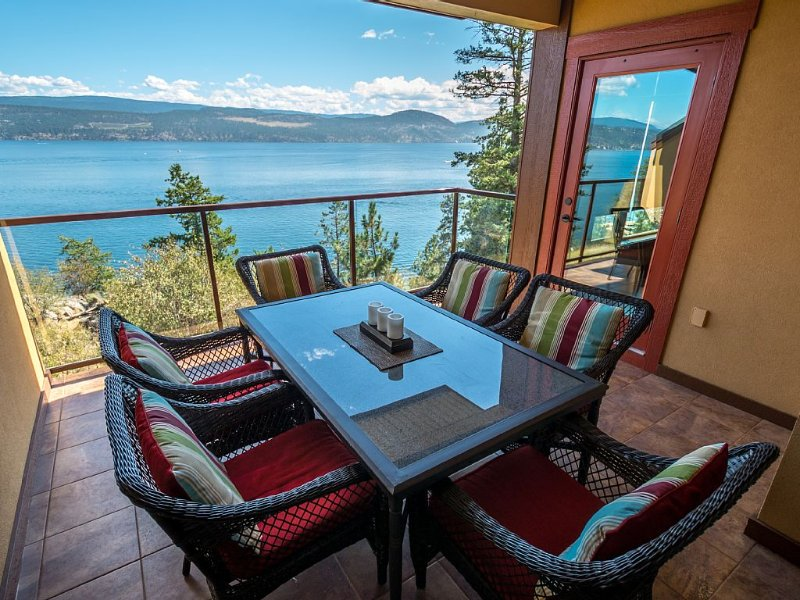 Luxury Pointe Beach Villa - Lake Okanagan Resort - Great View!, holiday rental in Kelowna