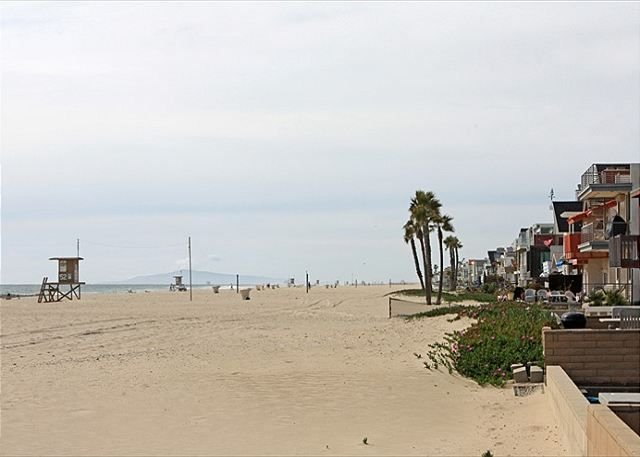 Open May 20th!  Cute family home near lifeguard tower 52. Soft, sandy beach!, vacation rental in Newport Beach