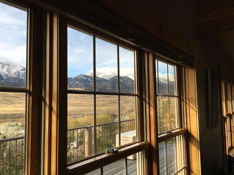 Yellowstone Archview Guesthouse- Stunning Views For Your Ultimate Family Getaway, alquiler de vacaciones en Gardiner