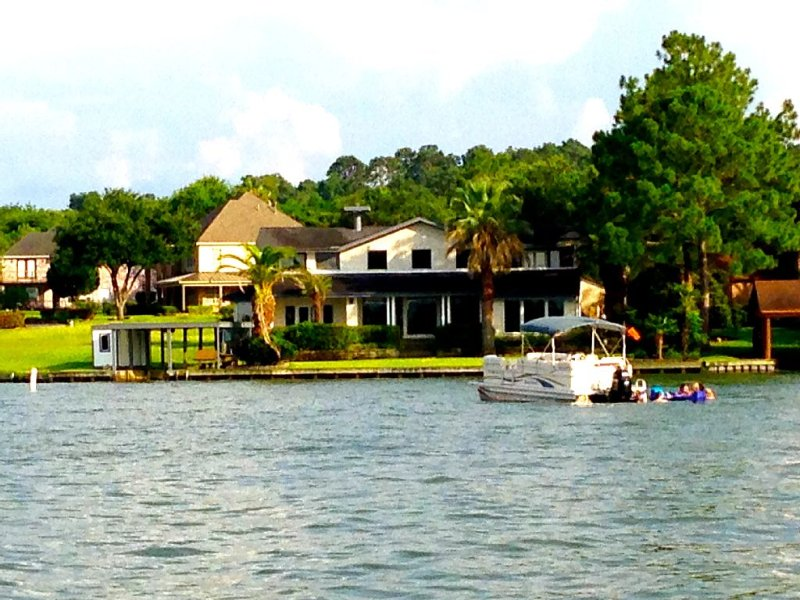 Unobstructed open water lake house for fun, family & friends, vacation rental in Montgomery