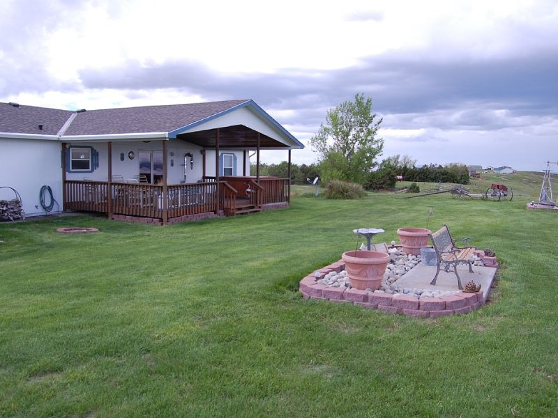 'The Cliff House' at Lake Mac - Fabulous View with Lots of On-Site Activities, holiday rental in Nebraska