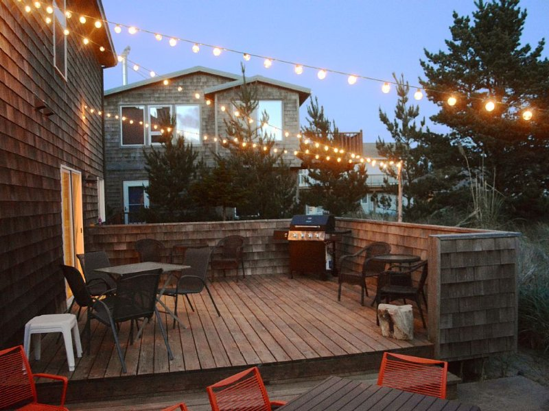 1 Block From Beach, Sleeps 12, Open Plan, Large Deck, Game Room, vacation rental in Pacific City