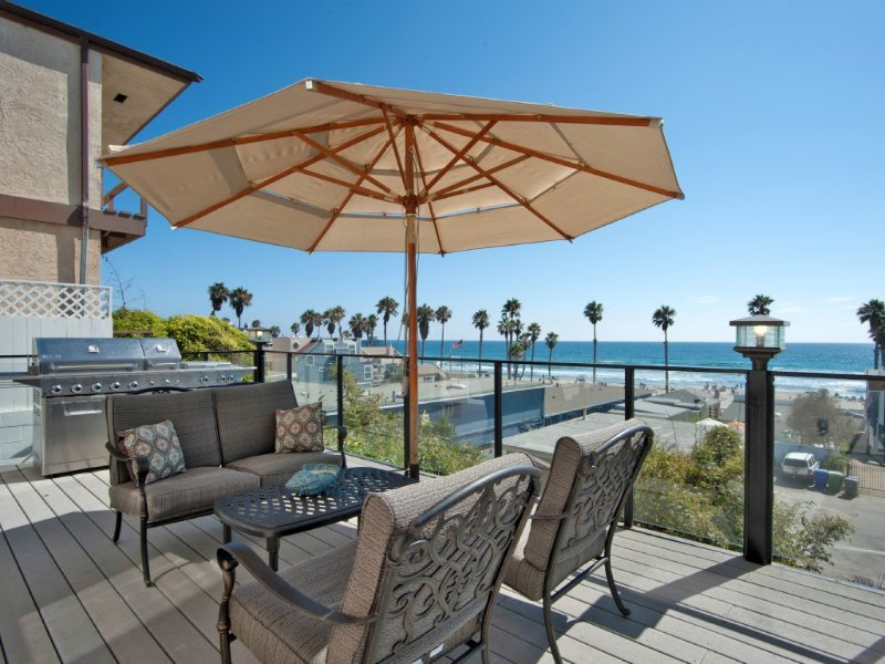 *April & May Reduced Rates **Upscale Front Ocean View Home - Sleeps 12!, casa vacanza a Oceanside