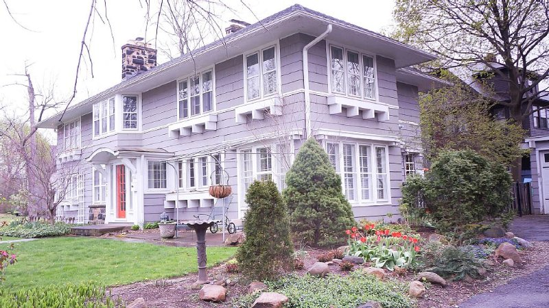 Beautiful Historic Home. Family memories, large rooms, Baby equipment, Wifi, casa vacanza a Cleveland Heights