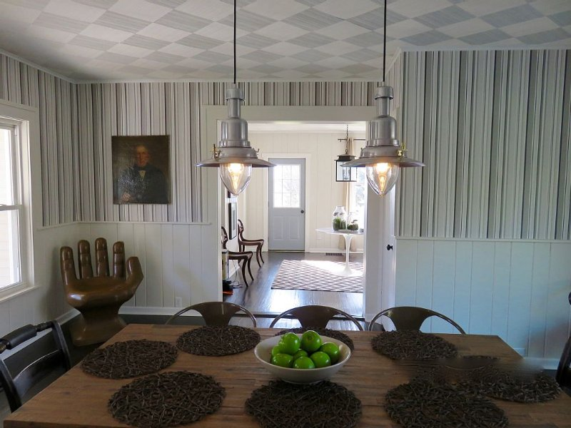 Discover FennHill-Renovated farmhouse-Close to winery & Saugatuck-Hot Tub, vacation rental in Allegan County