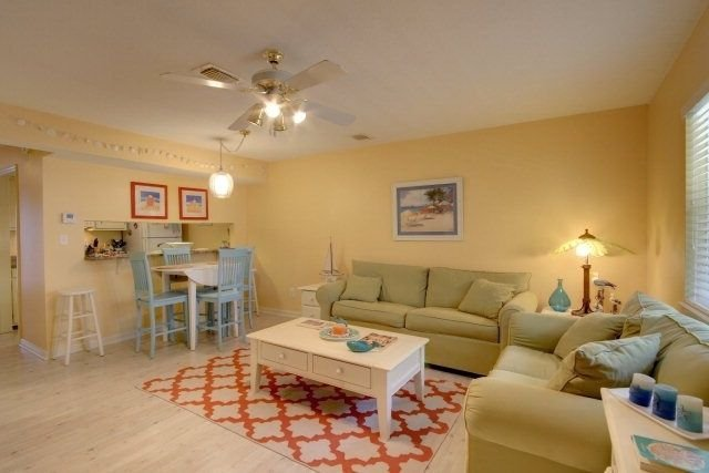 Recently Updated! 2 bedroom/1.5 bath. Sleeps 6., alquiler de vacaciones en Gulf Shores
