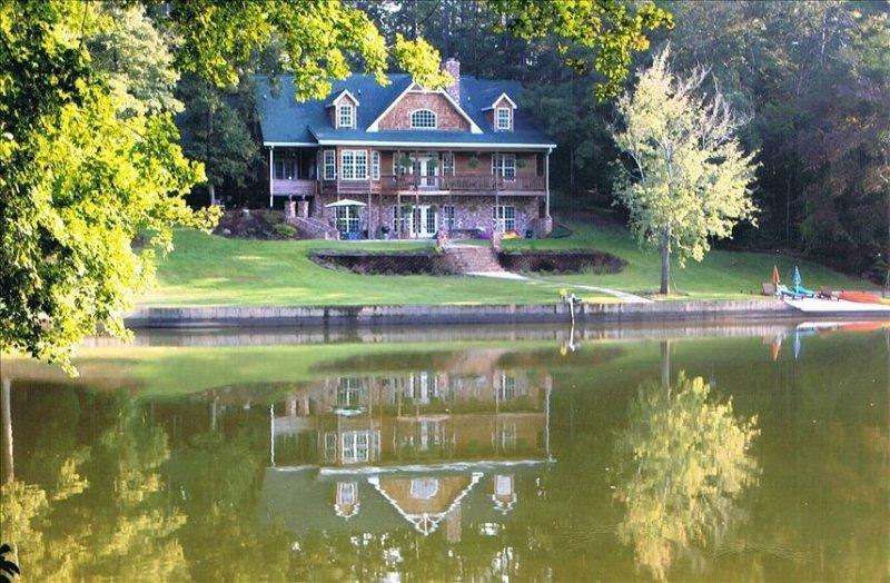 Lake House W/Private Beach, alquiler vacacional en Monticello