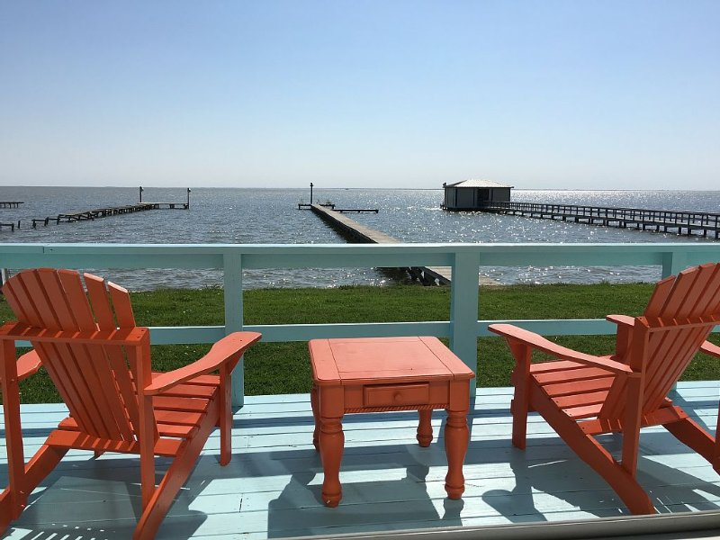 Get Away From It All! Waterfront Home on San Antonio Bay; 300' Private Pier, casa vacanza a Port Lavaca