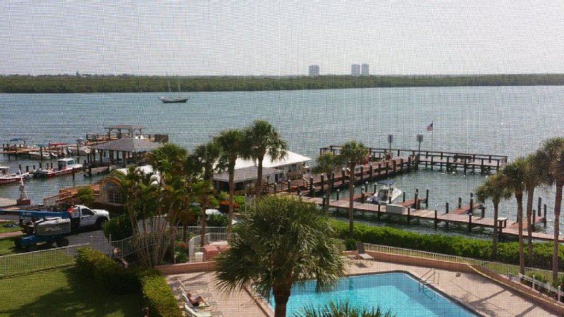 Water View of Marco Pass, Heated Pool & Marina-Newly Updated 5th Floor 1Br/1Ba, location de vacances à Île de Marco