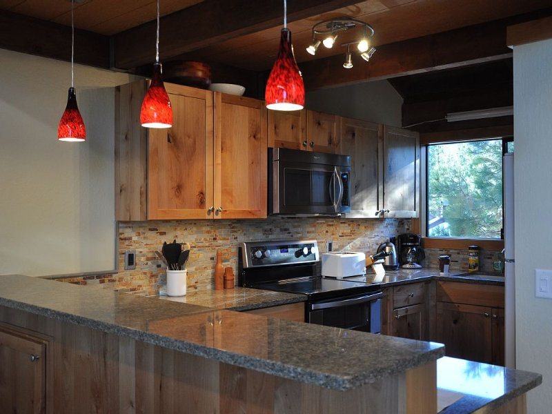 Beautiful Northstar Luxury Condo!  Great Location! Minutes To Village!, vacation rental in Truckee