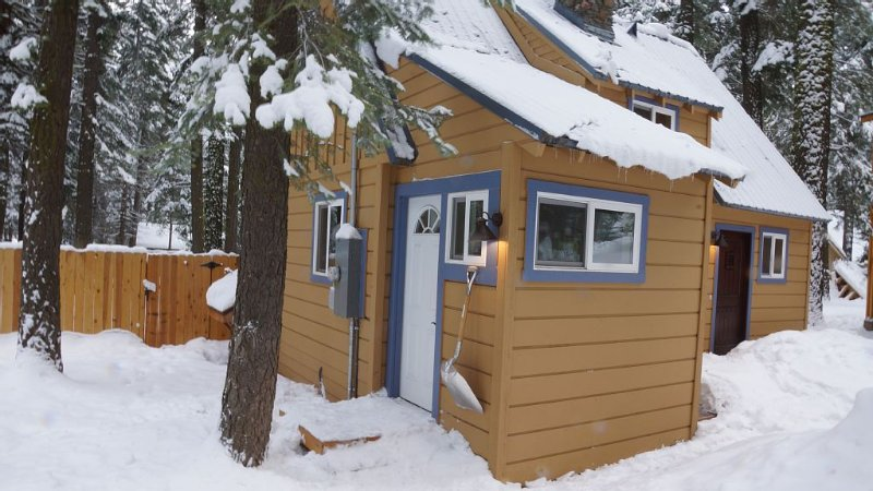 TAHOE West Shore Cabin, Newly Remodeled, Sleeps 4-6, Hottub, Wifi, Cable, +, location de vacances à Homewood