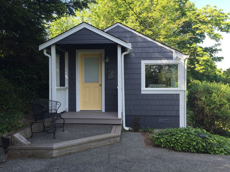 Location, location, location for ultimate island relaxation!  Mid week special!, vacation rental in Oak Harbor