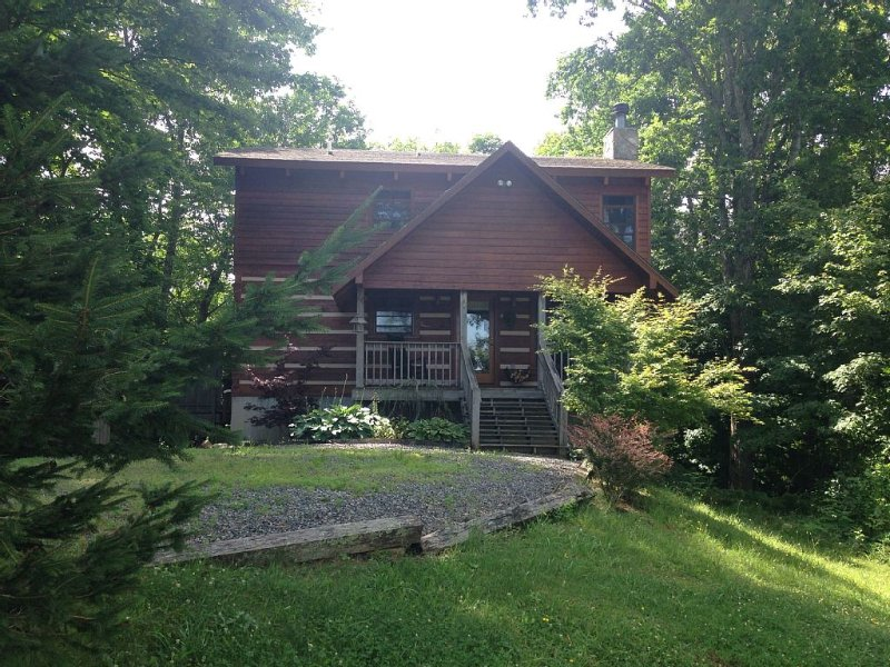 Share our Piece Of Heaven On 2+acres *Hot Tub* Fireplace 3br 2ba  Pet Friendly, holiday rental in Banner Elk