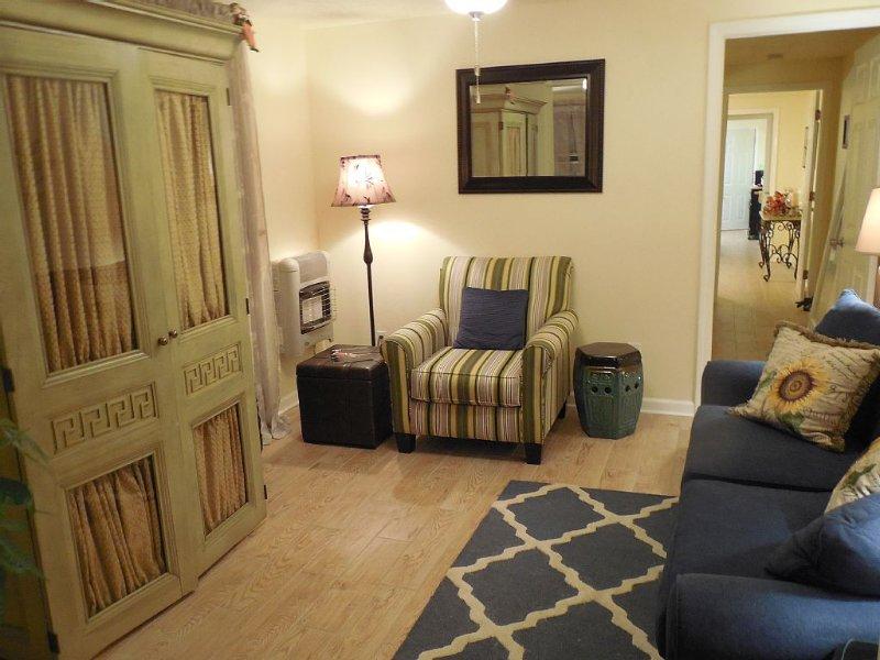 Cozy 2BR/1.5 Bath Uptown/Freret, holiday rental in Westwego