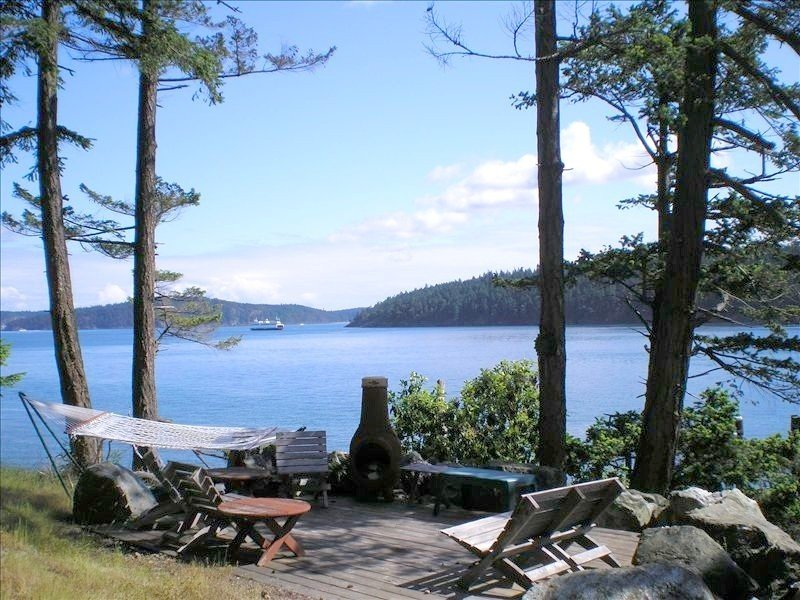 Beautiful Orcas Island Waterfront Home with Spectacular Views & Wildlife, holiday rental in San Juan Islands