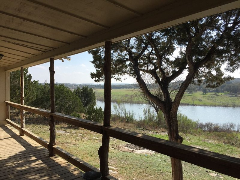 Free Wifi, 3 acres, fish, kayak, wildlife, location de vacances à Canyon Lake