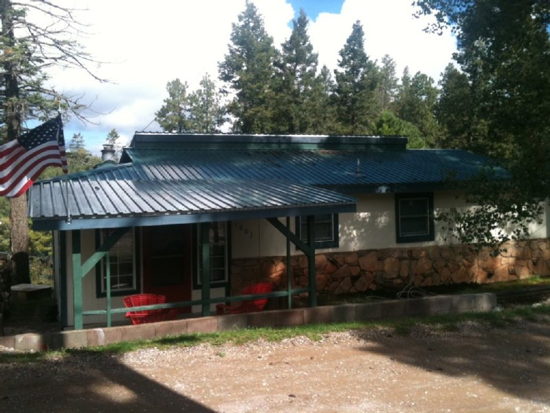 A Lovely Retreat At 9000 Feet, holiday rental in Cloudcroft