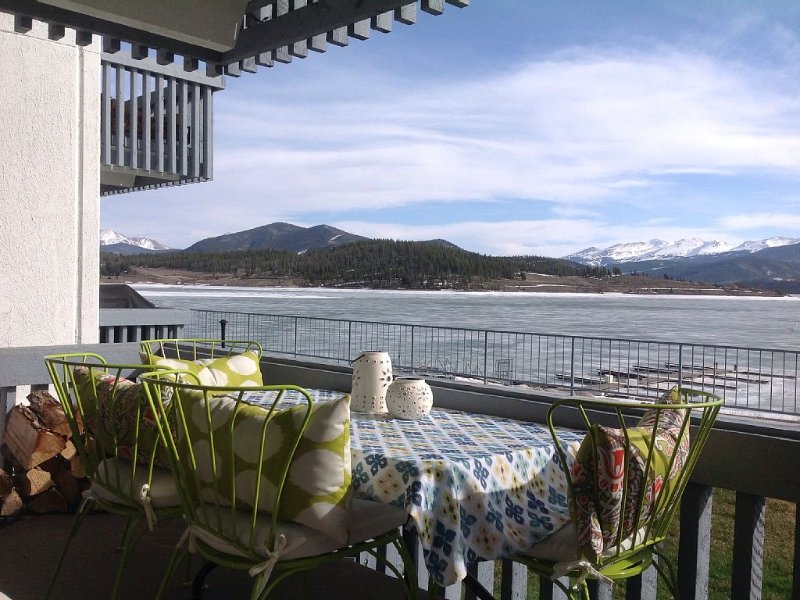 Lakefront Rustic Modern Condo With One of the Best Views in Summit County, casa vacanza a Dillon