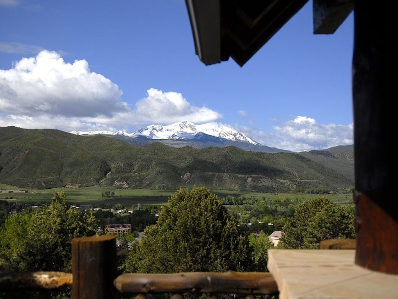 Roaring Fork Valley Lodge - Spectacular view - walk to historic downtown Basalt, vacation rental in Basalt