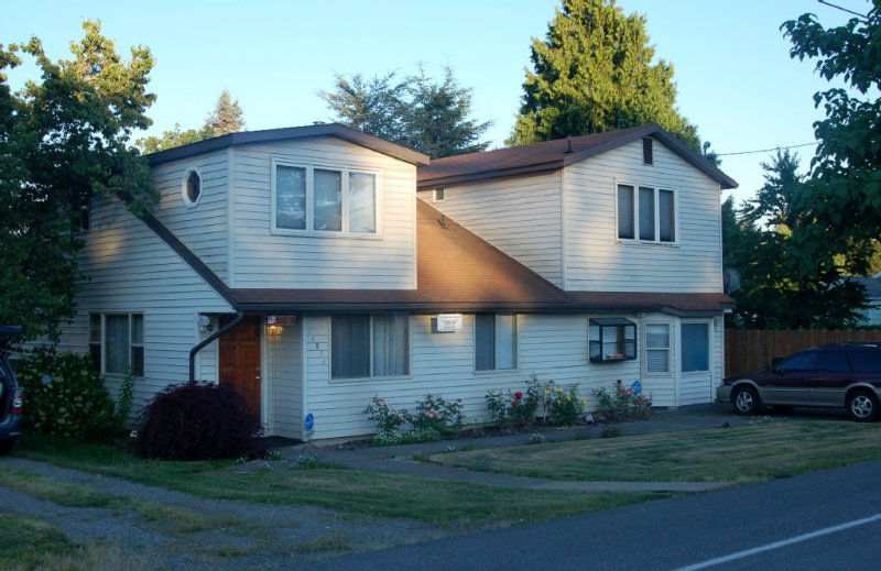 Large Well Furnished, Seatac Home. Close To All That Seattle Has To Offer, holiday rental in SeaTac