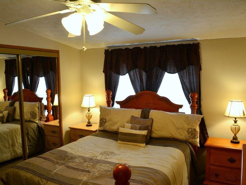 Queen  Bedroom LUCID Gel/Foam Bed 32' LED TV