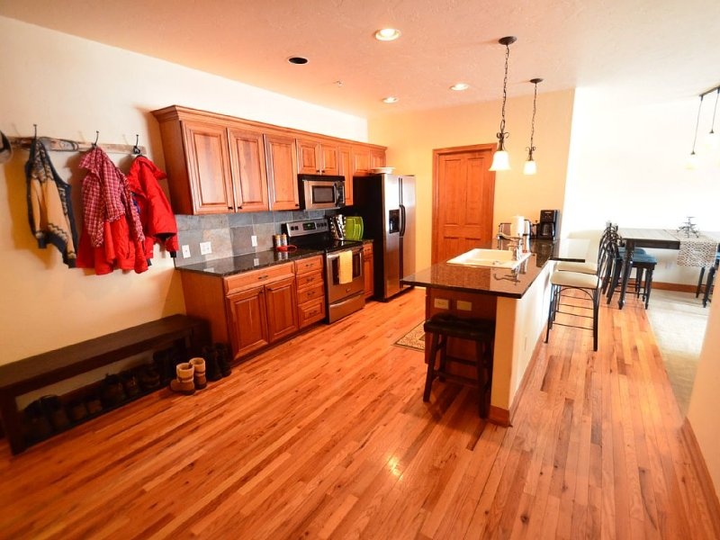 Main Street Frisco, CO-Gourmet Kitchen, Walkable - 7TH NIGHT FREE!, vacation rental in Frisco