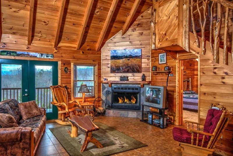 1 Of A Kind Log Cabin, Incredible 360 Views, Completely Privat, holiday rental in Seymour