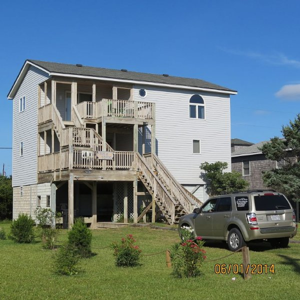 Frisco Beach House! 4 lots back, easy walk to ocean, Great ocean view!, holiday rental in Frisco