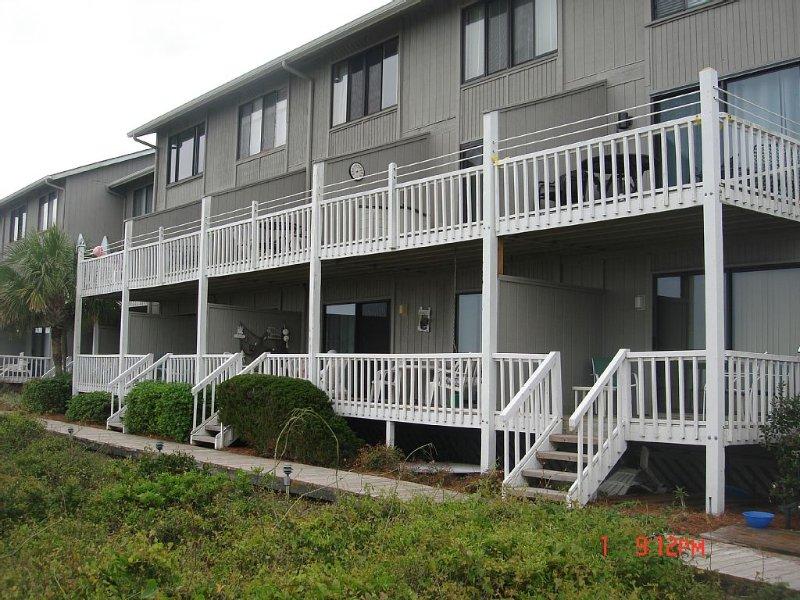 Cute Ocean Front Condo, holiday rental in Harbor Island