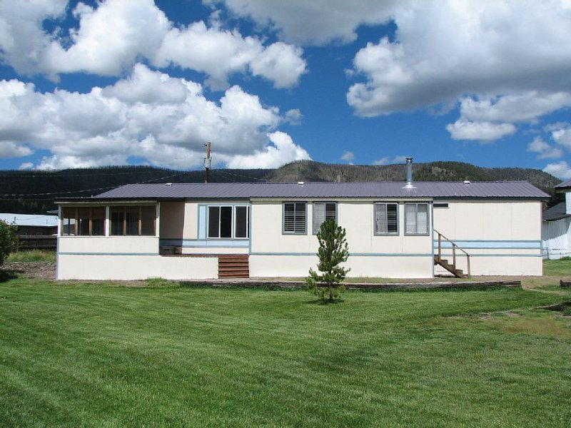 View Of South Mountain Retreat!, vacation rental in Eagar