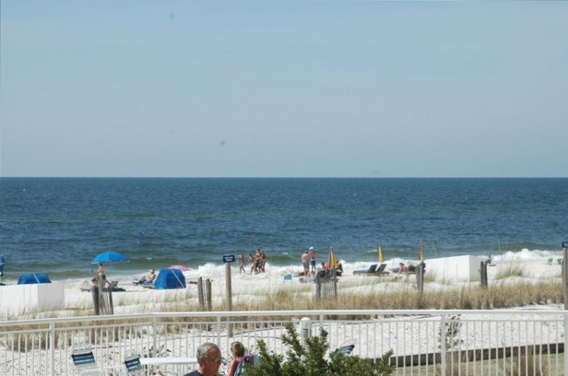 Perdido Sun #106~Sugar white sand with easy access to the pool and beach!, holiday rental in Perdido Key