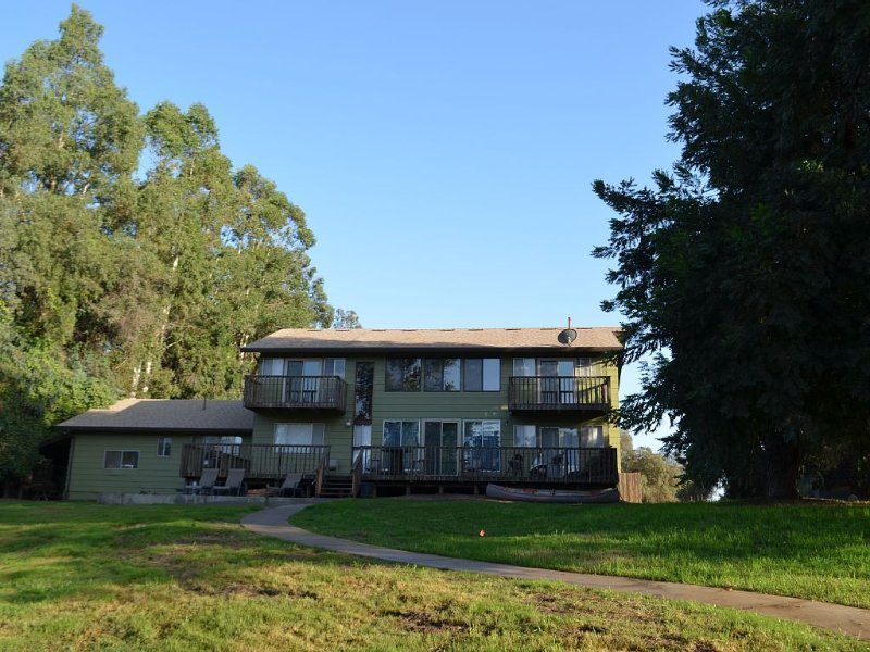 Remodeled family friendly home in Lockeford minutes from Lodi - no pets/smoking, vacation rental in Valley Springs