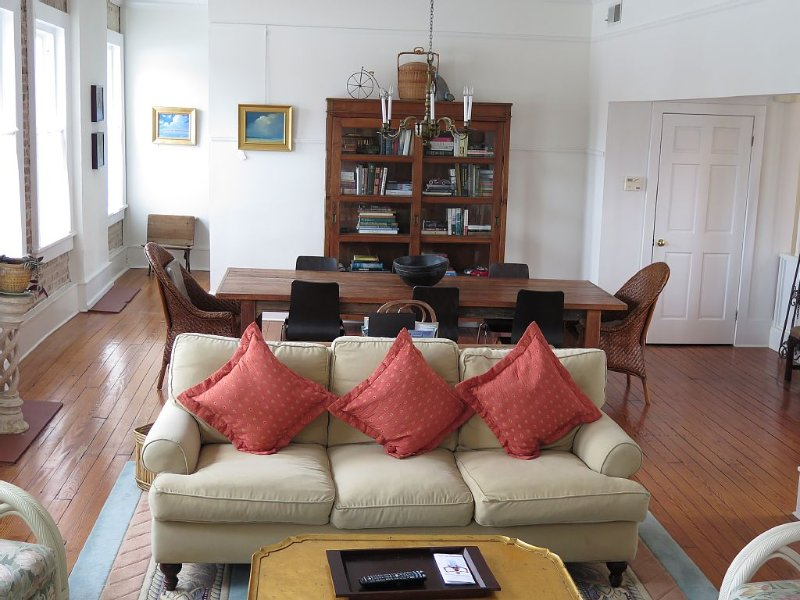 Lovely Loft Retreat in the Heart of the Historic District, vacation rental in Lady's Island