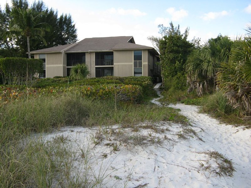 Clean, sanitized beautiful Condo on the beach, holiday rental in Sanibel Island