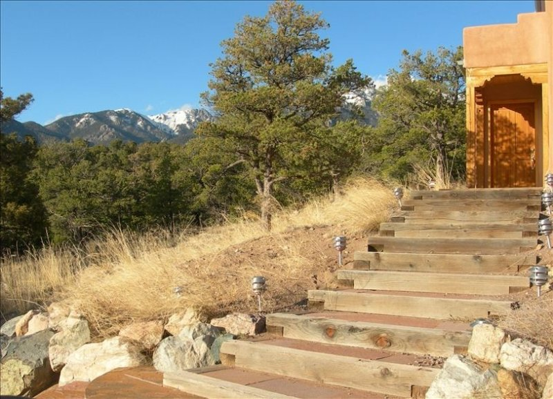 Peaceful Mountain Retreat Home-Beautiful Views, Steam Shower, holiday rental in Silver Cliff