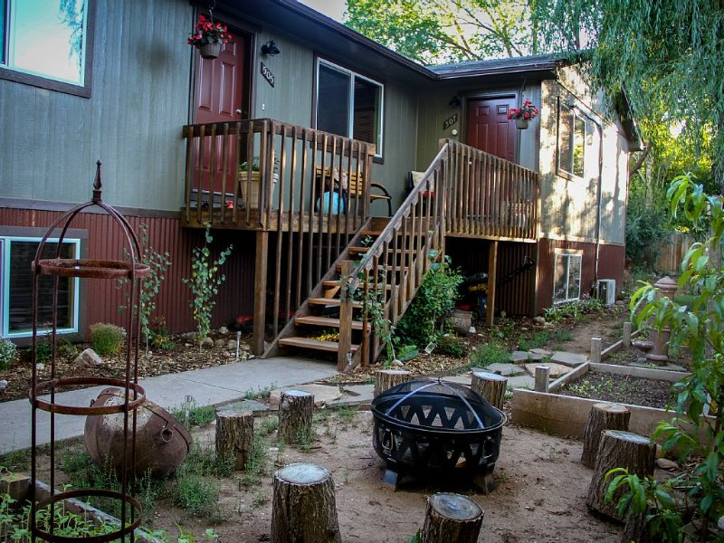 The 8th Street Retreat Looks Booked it may not be Call Us, vacation rental in Carbondale
