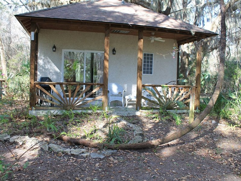 Quiet, Secluded Cottage, Close to Sapelo, Bird watch, nature, Kayaks/Free wi-fi!, alquiler de vacaciones en Townsend