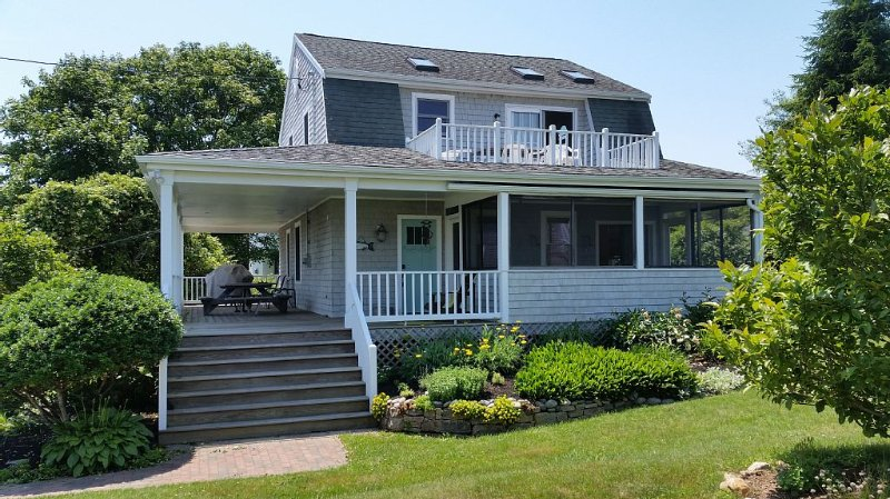 Family Friendly Beautifully Renovated Waterview Home, location de vacances à Narragansett