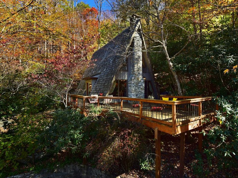 Chalet Alpine – Lux Cabin In Gated Hound Ears Club – Fully Remodeled, alquiler de vacaciones en Boone