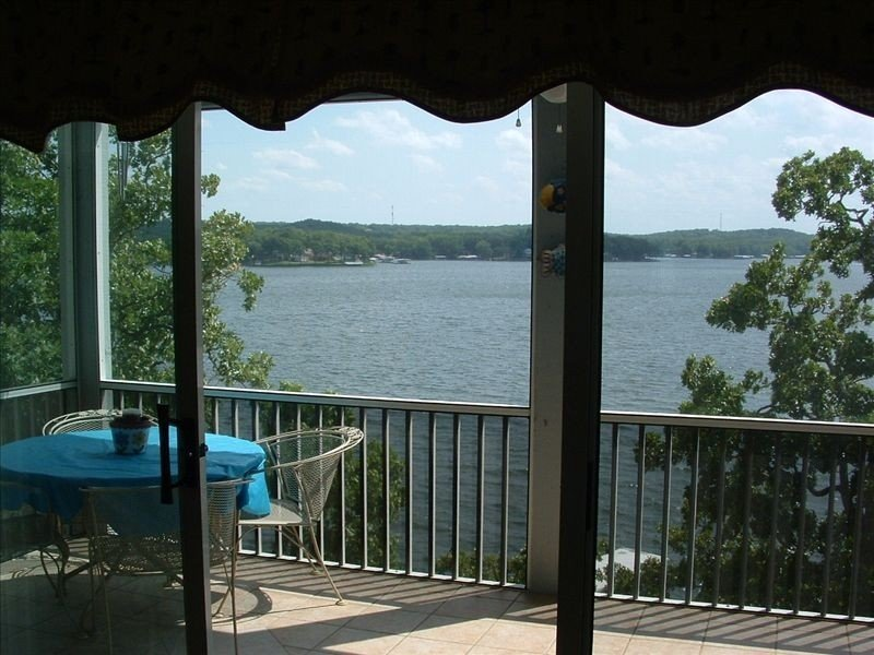 Gorgeous Main Channel Lakefront Condo at Regatta Bay., holiday rental in Lake Ozark