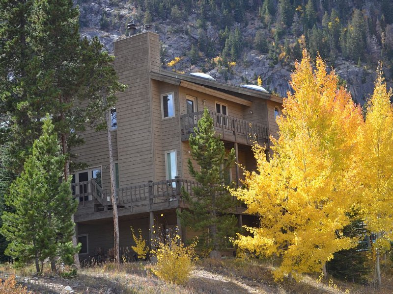 Great mountain home with easy access to skiing, hiking, and Frisco Main Street!, holiday rental in Frisco