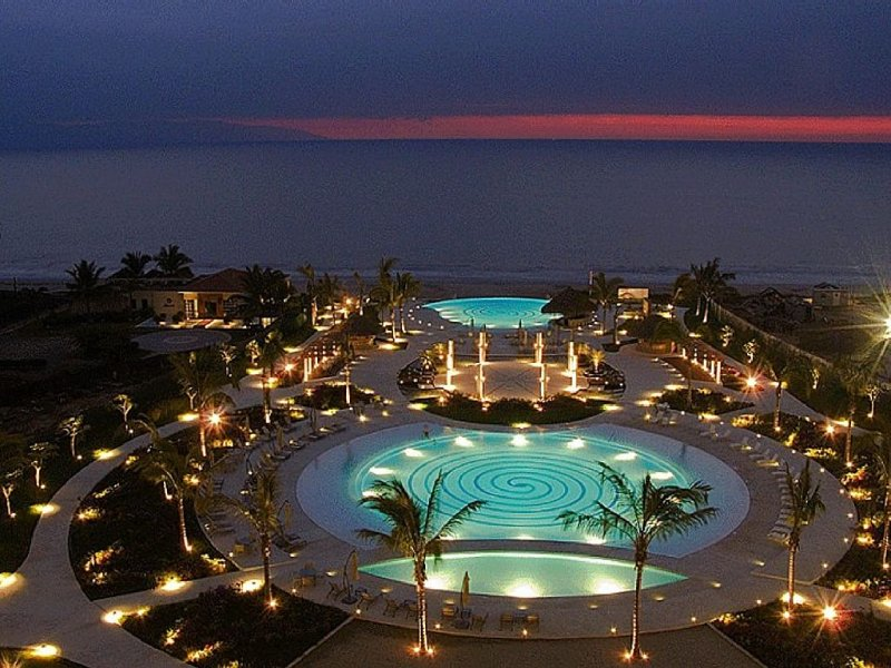 RELAX AND ENJOY - YOU DESERVE IT - AN APARTMENT WITH HOTEL FACILITIES, vacation rental in Nuevo Vallarta